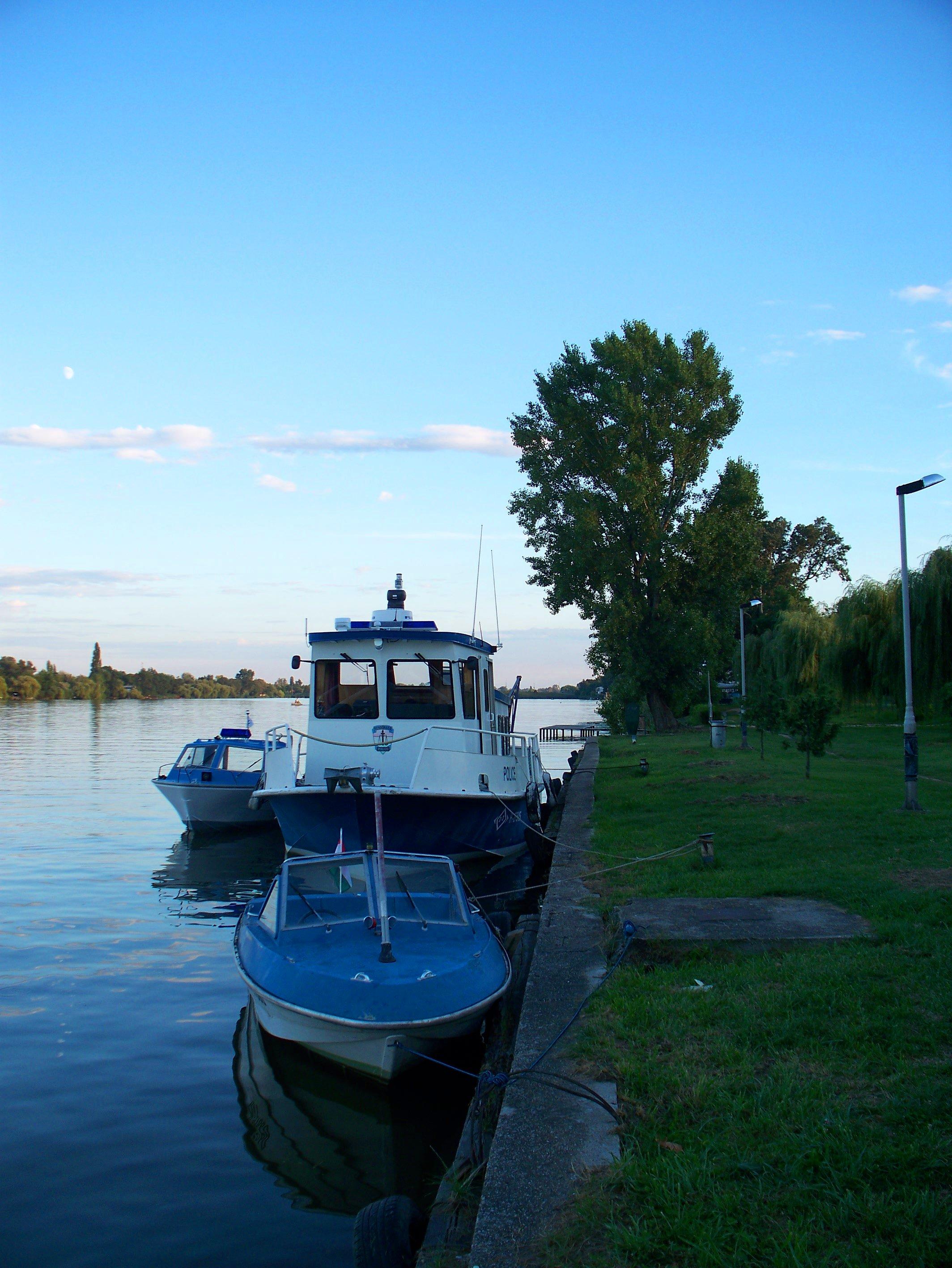http://www.kisdunainagyhajok.hu/egyebhajok/2010_08_19_sugo_rendorsegi_hajo_malom-obolnel/2010_08_19_sugo_rendorsegi_hajo_malom-obolnel_023.jpg