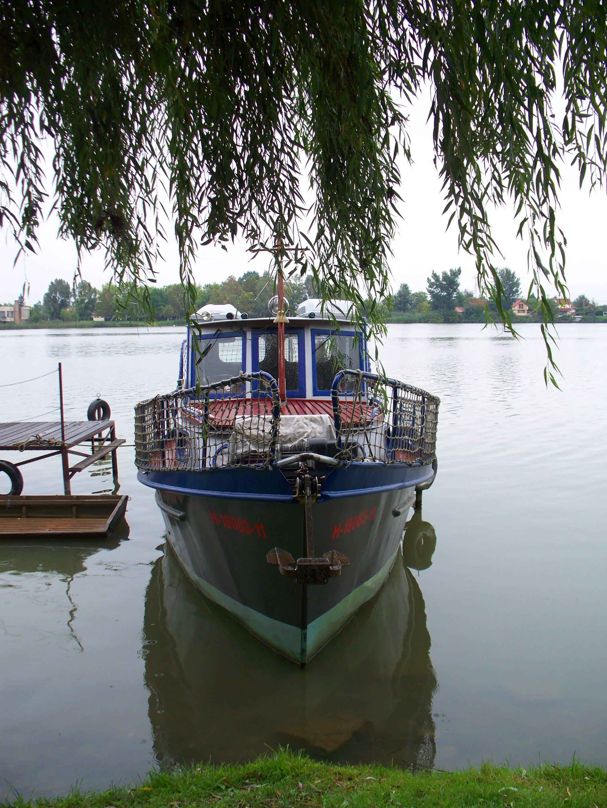 http://www.kisdunainagyhajok.hu/egyebhajok/2010_09_19_biene_lakohajo_aszok_napon_kikotve/2010_09_19_biene_lakohajo_aszok_napon_kikotve_006.jpg