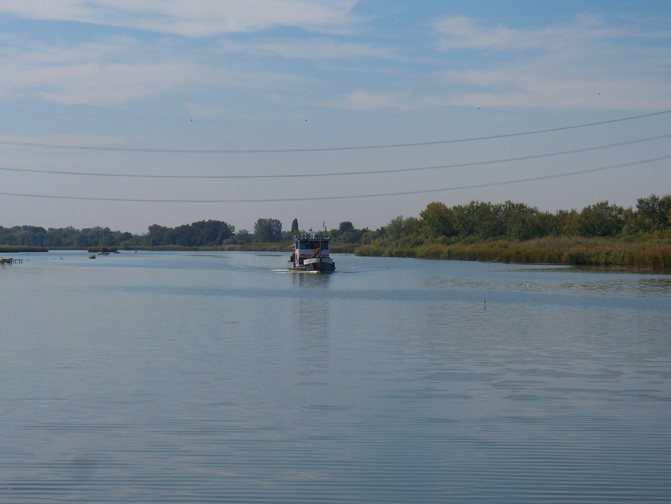 http://www.kisdunainagyhajok.hu/egyebhajok/2011_09_30_kituzo-iii_motorhajo_majoshazanal/2011_09_30_kituzo-iii_motorhajo_majoshazanal_003.jpg