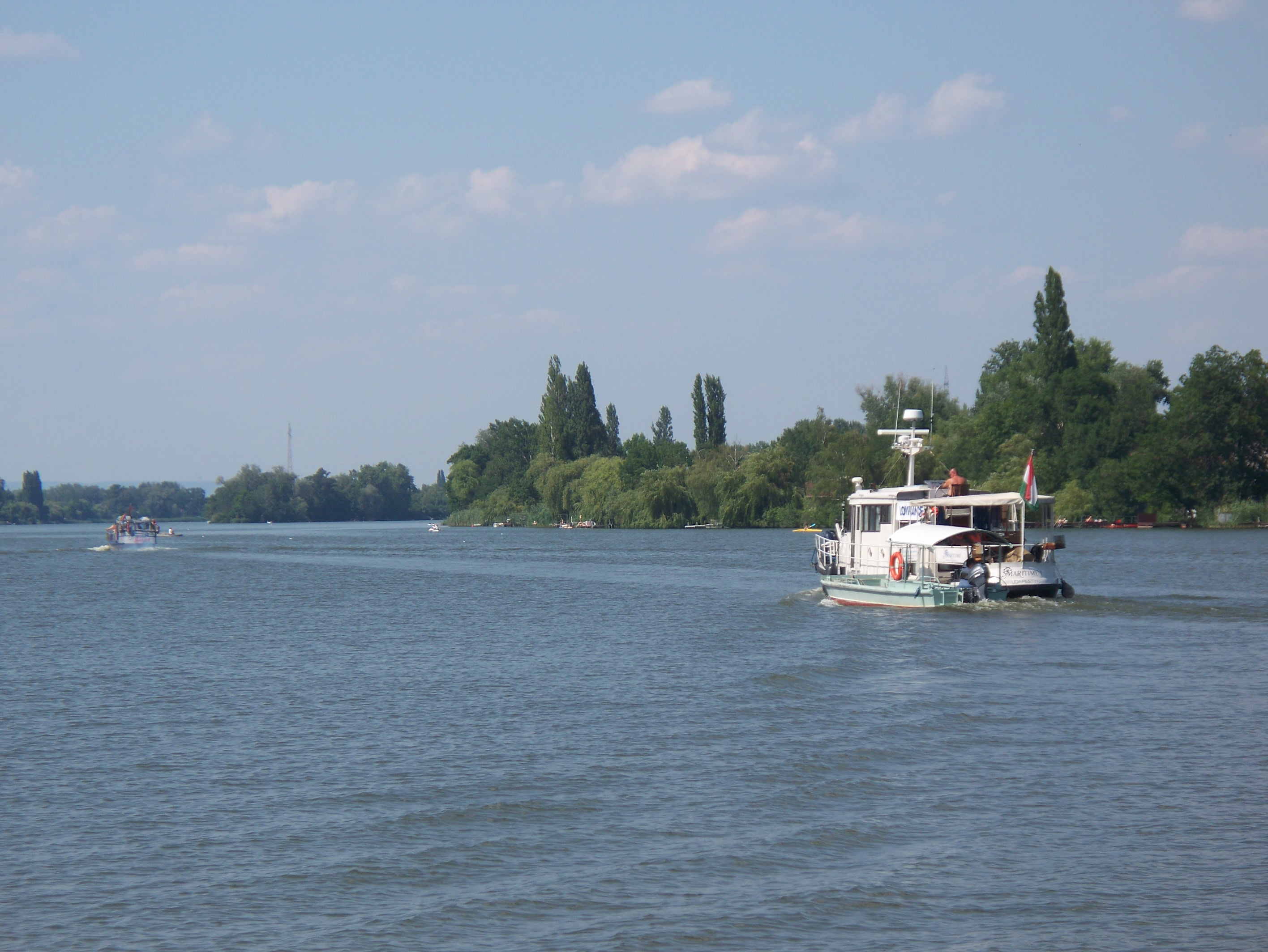 http://www.kisdunainagyhajok.hu/egyebhajok/2012_06_24_biene_es_maritime_hajok_egyuttallasa/2012_06_24_biene_es_maritime_hajok_egyuttallasa_008.jpg
