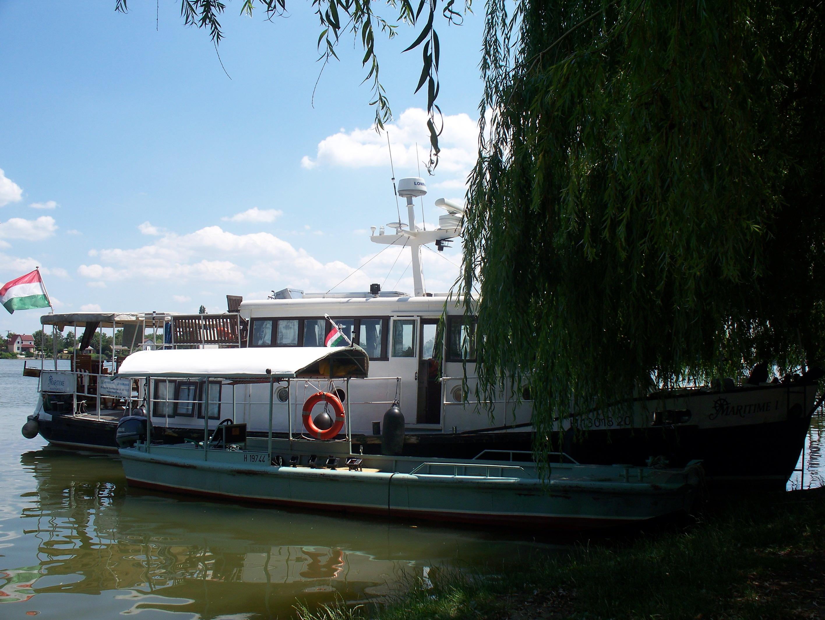 http://www.kisdunainagyhajok.hu/egyebhajok/2012_06_24_maritime_motoros_vonatohajo_a_rackevei_piacnal/2012_06_24_maritime_motoros_vonatohajo_a_rackevei_piacnal_007.jpg
