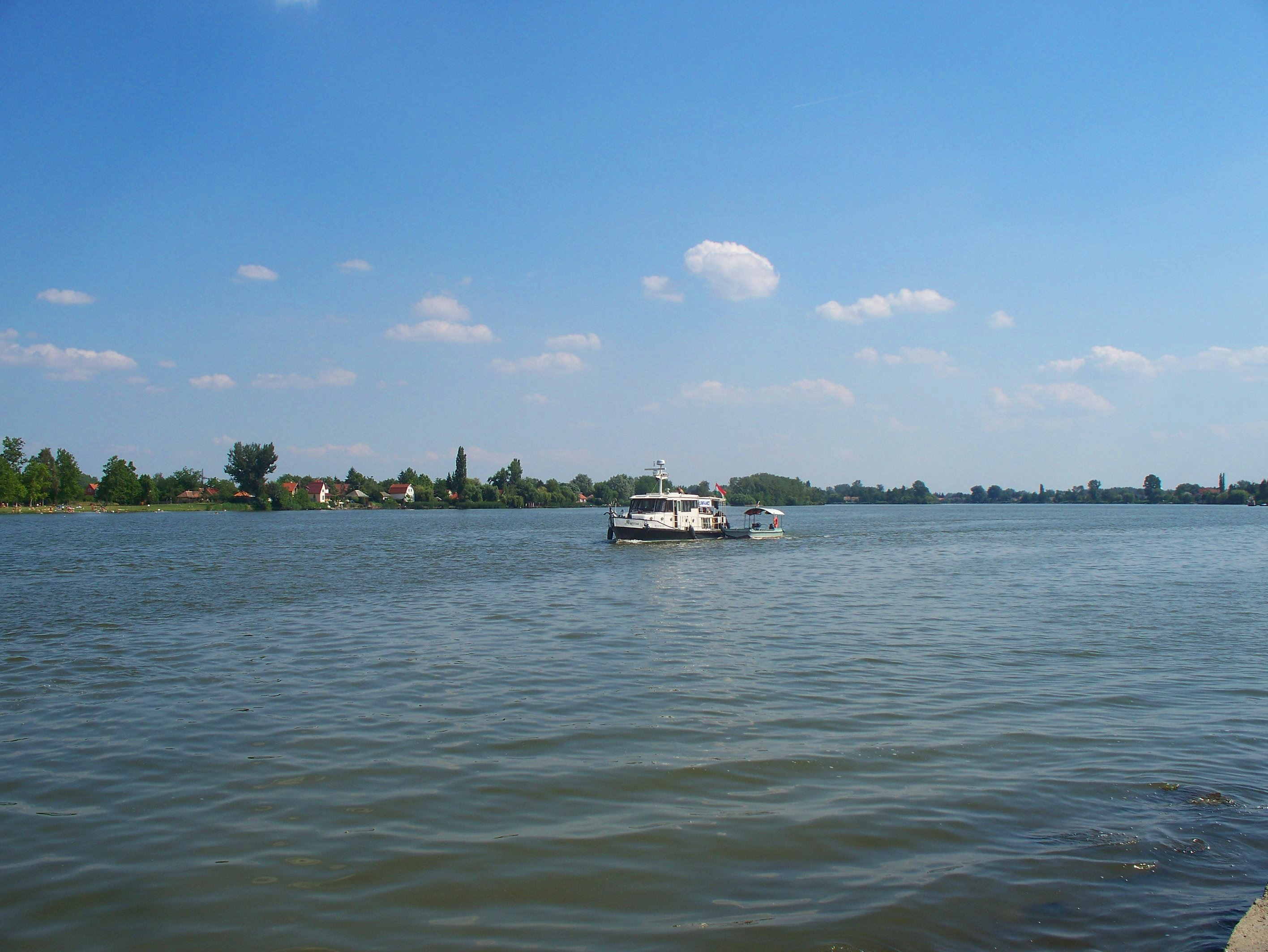 http://www.kisdunainagyhajok.hu/egyebhajok/2012_06_24_maritime_motoros_vontatohajo_a_rackevei-hidnal/2012_06_24_maritime_motoros_vontatohajo_a_rackevei-hidnal_002.jpg