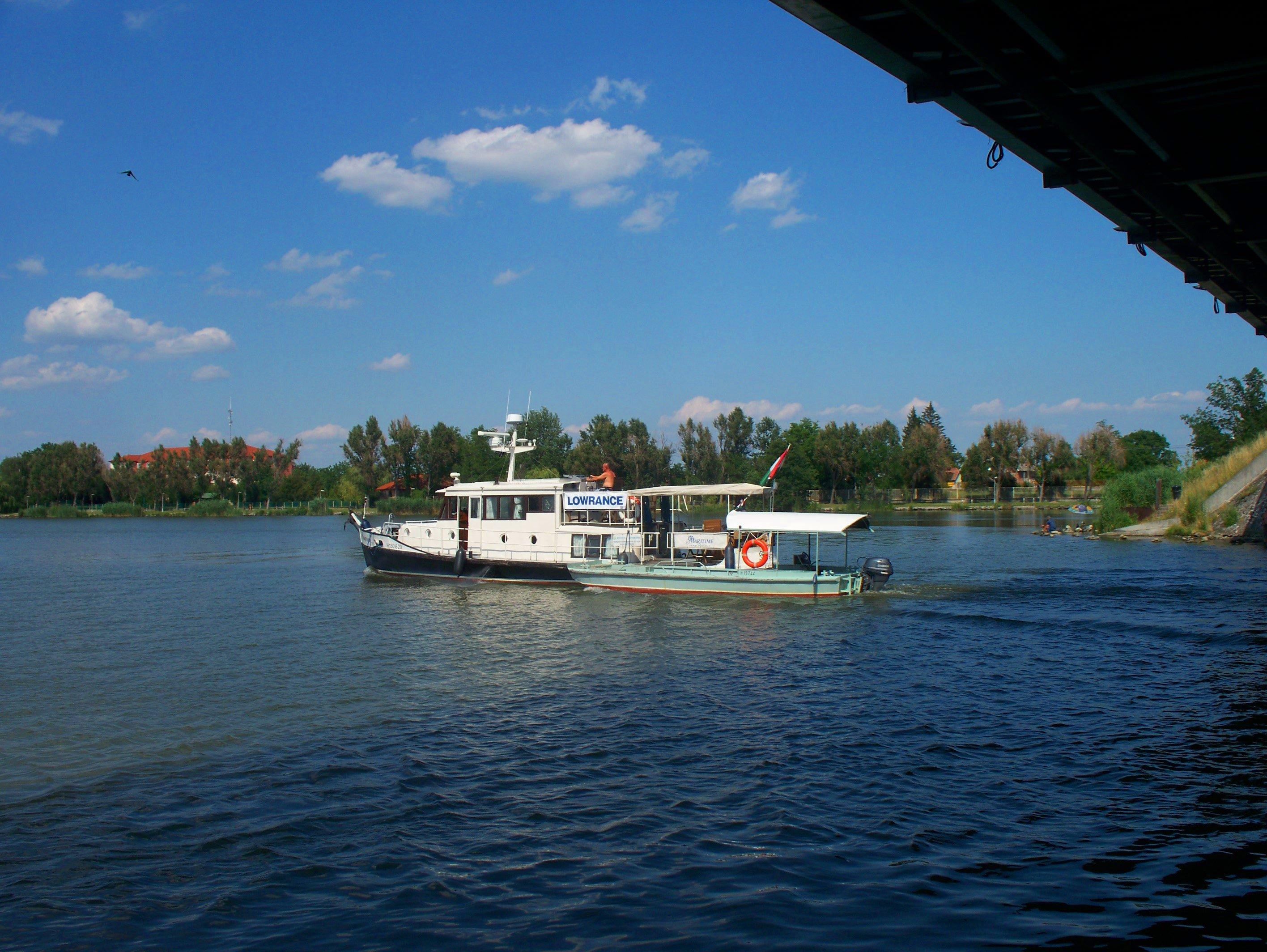 http://www.kisdunainagyhajok.hu/egyebhajok/2012_06_24_maritime_motoros_vontatohajo_a_rackevei-hidnal/2012_06_24_maritime_motoros_vontatohajo_a_rackevei-hidnal_008.jpg