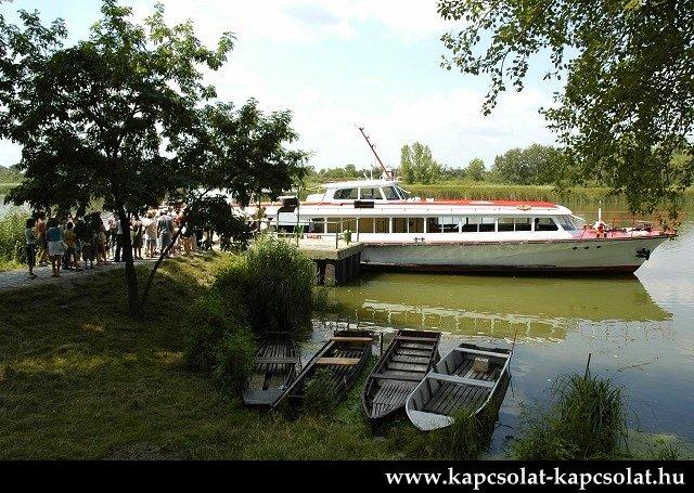 http://www.kisdunainagyhajok.hu/kis-dunai_kikotok-molok/majoshazi-hajokikoto/majoshazi-hajokikoto_kikotve_001.jpg