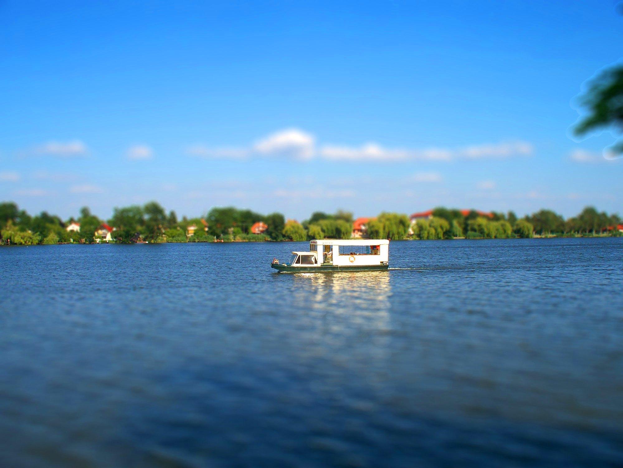 http://www.kisdunainagyhajok.hu/makett-hatas_tilt-shift/www_kisdunainagyhajok_hu_tiltshift_fotok_maketthatas_006.jpg