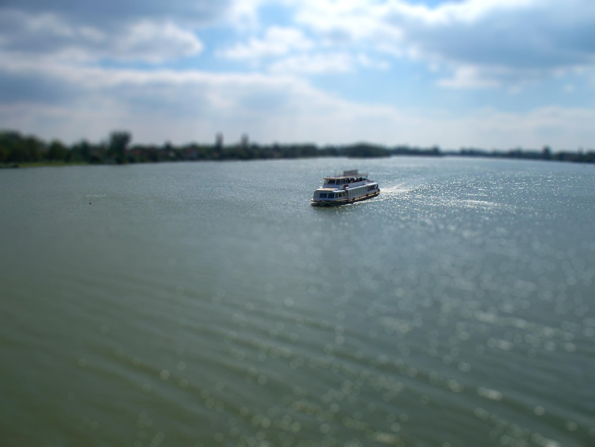 http://www.kisdunainagyhajok.hu/makett-hatas_tilt-shift/www_kisdunainagyhajok_hu_tiltshift_fotok_maketthatas_018.jpg